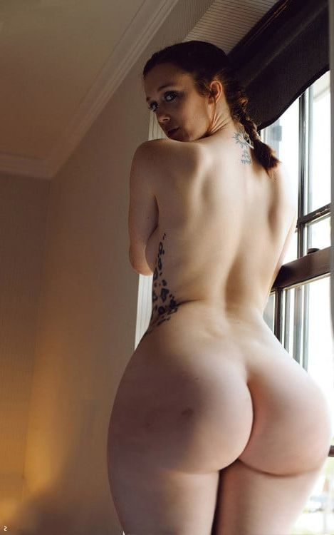 Naked women big hips and butt