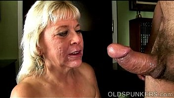 Old lady sucking cock